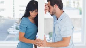 mannen-piekeren-langer-uitmaken-relatie